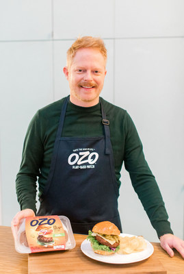 Modern Family actor and upcoming cookbook author, Jesse Tyler Ferguson, partners with OZO plant-based protein to cook up some flavorful Swiss and Green Chile Burgers.