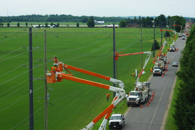 RS Composite Utility Poles Installation for a Hydro One 44kV Grid Hardening Project (CNW Group/RS Technologies Inc.)