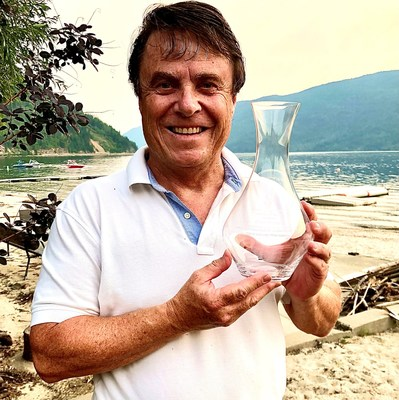 Glenn Fawcett holding the WGBC Award of Distinction. Photo credit: Contributed (CNW Group/Black Hills Estate Winery)