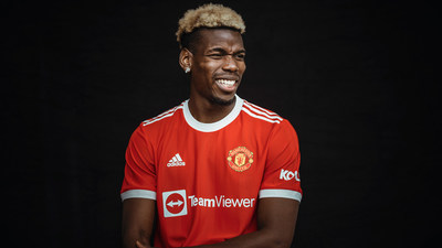 Paul Pogba of Manchester United wearing the new kit bearing the TeamViewer name and logo.