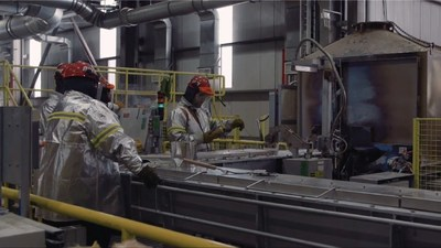 Workers at the Rio Tinto smelting facility in Kitimat, BC. (CNW Group/Unifor)